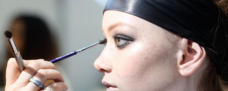 烟燻妆其实比你想的简单,关于眼影你该知道的3件事。