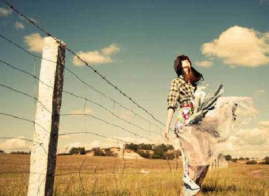 名门天后 重生国民千金 天后Rita Ora领衔拍照DKNY 2014秋季新品广告大片
